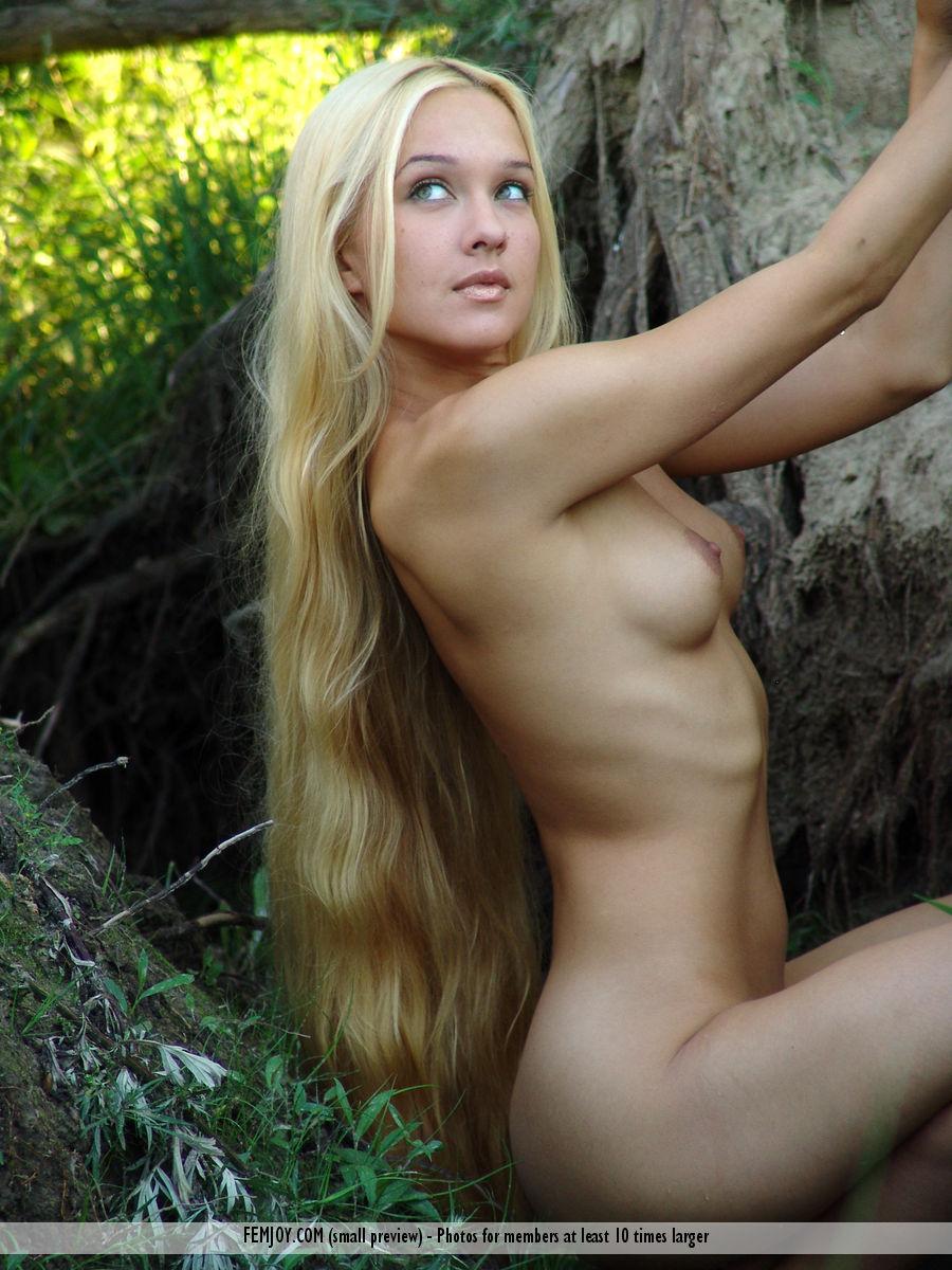golie-dlinnie-blondinki-foto