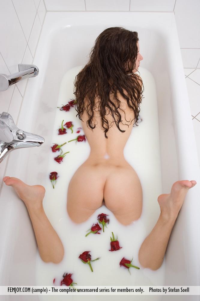bath Femjoy milk