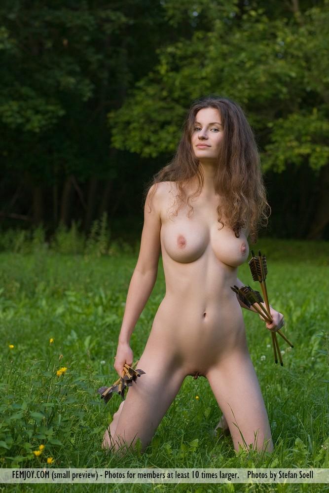 archery-woman-nude-sexy-long-legged-girls