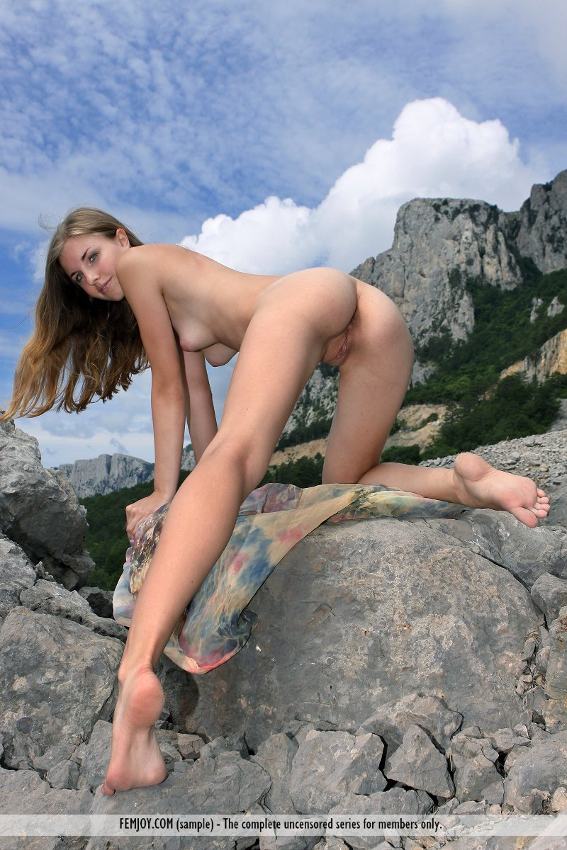 Full nude hot chick