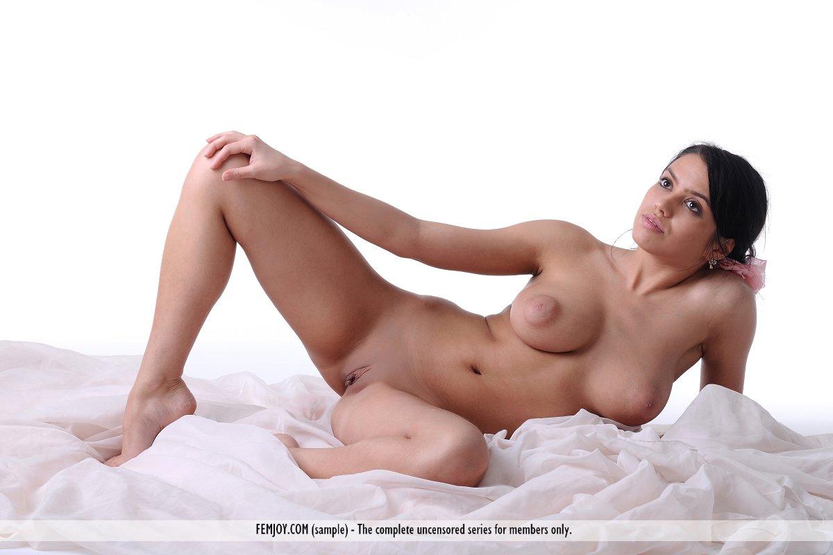Zara nude femjoy