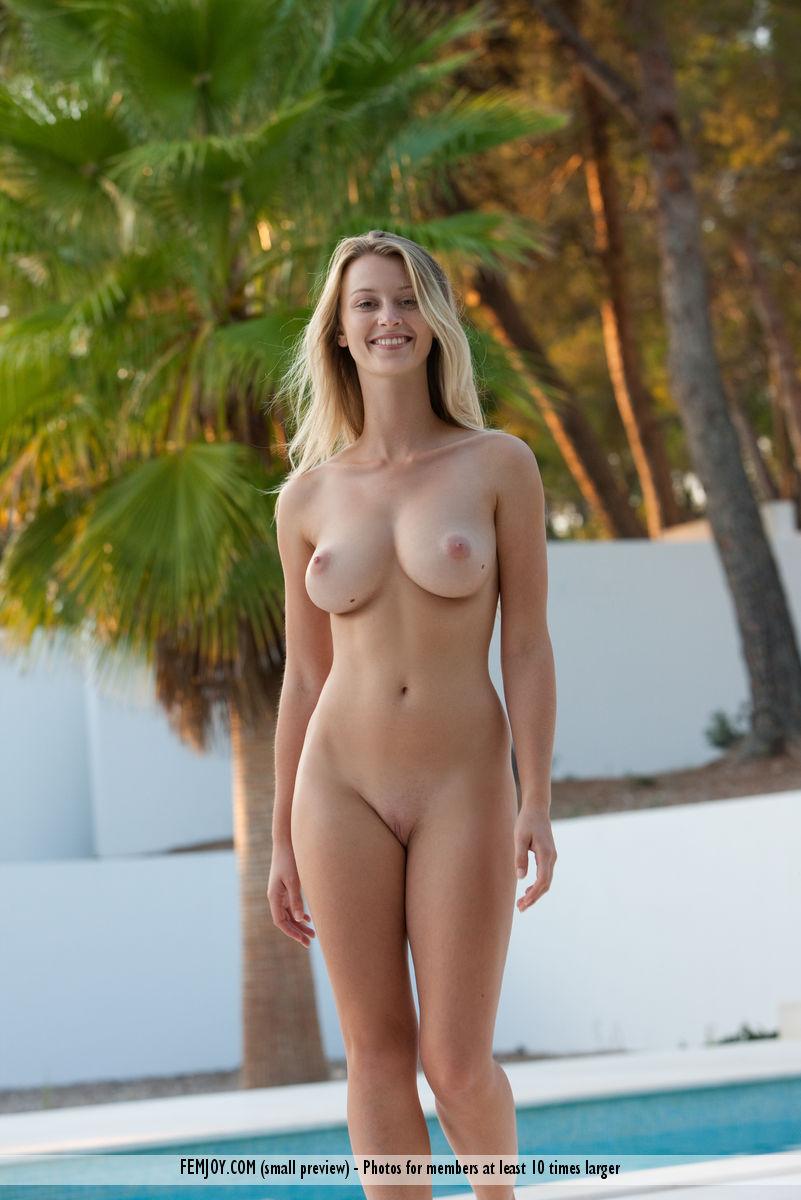 Года 21 голые девсенки