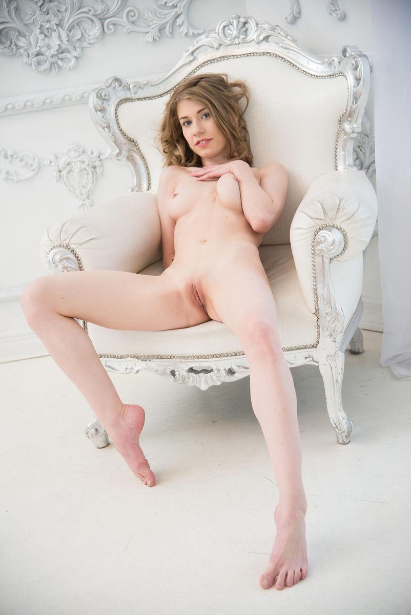 Eva Gold: No Shy