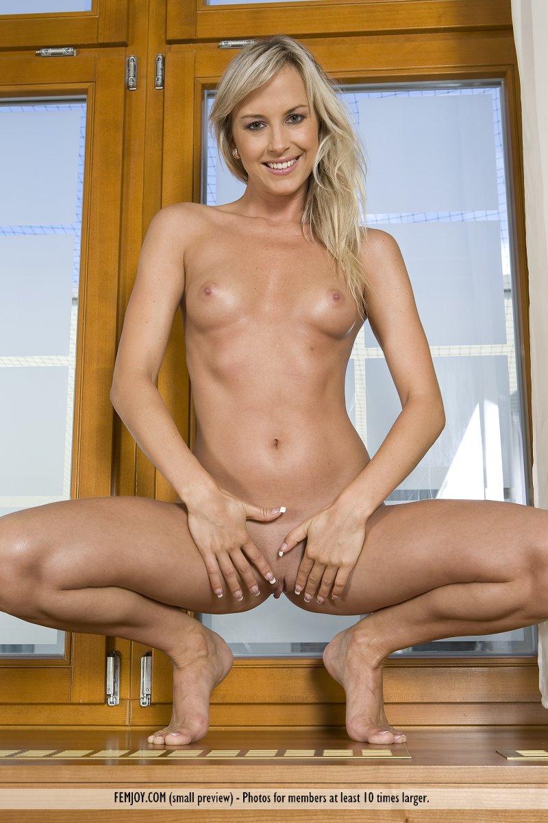 Amandine Naked free femjoy gallery - amandine - just like me - femjoy